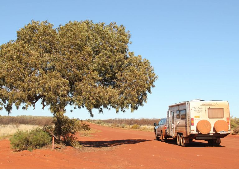 The couple that travelled Australia for $1 a kilometre