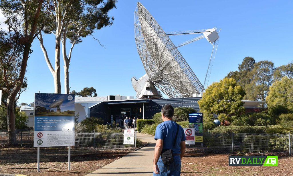 parks radio telescope dark sky