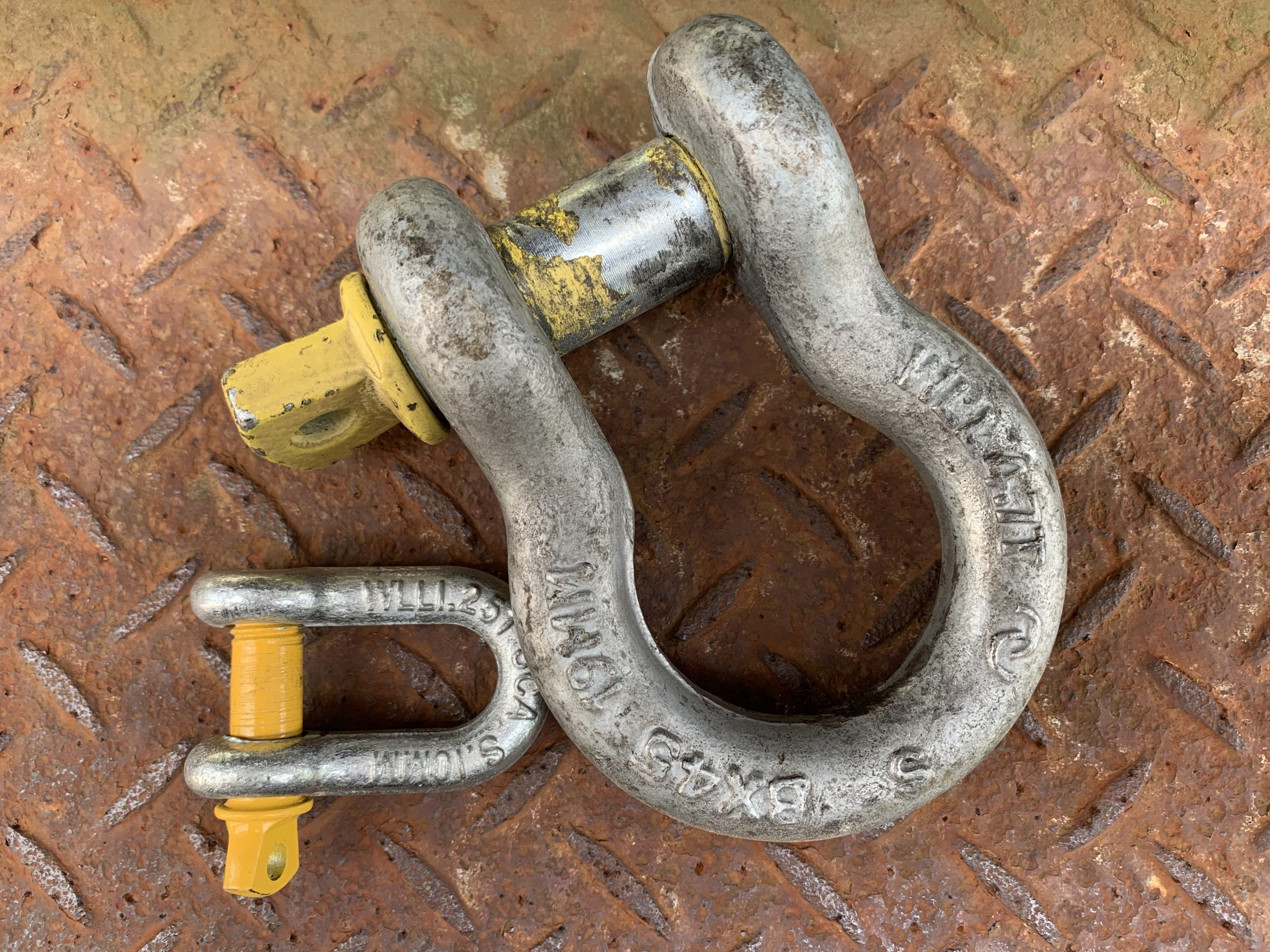 A bow and D shackle