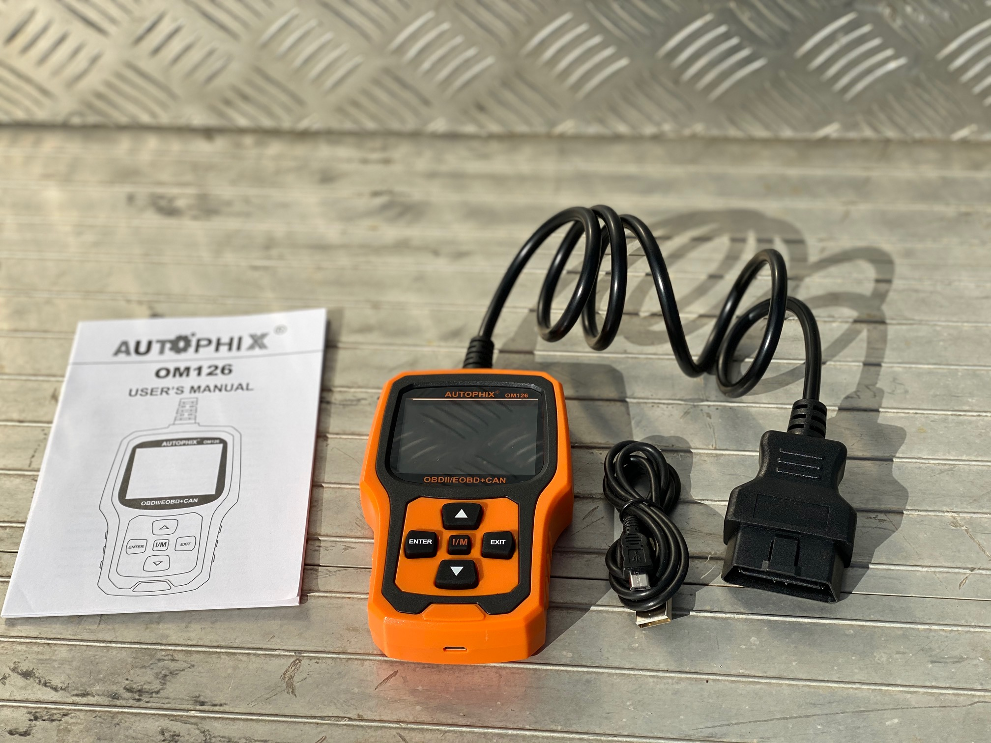 Reviewed: Autophix OM126 OBD2 reader