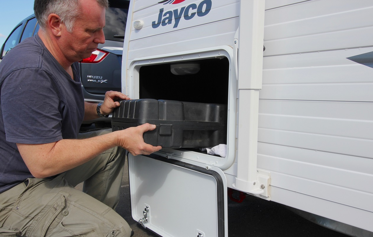 Moving payload in a caravan