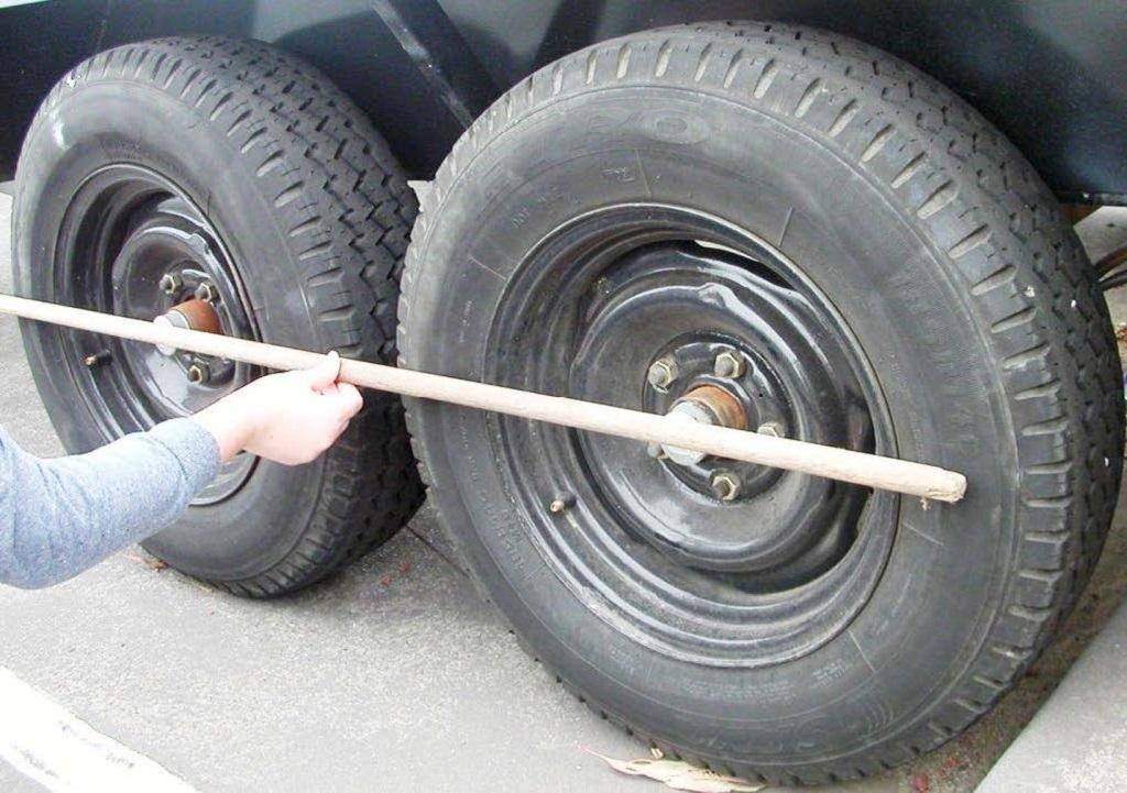 Trailer axle alignment - straight edge